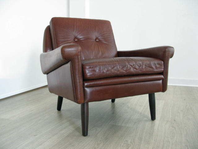 A danish leather lounge chair for We buy old furniture