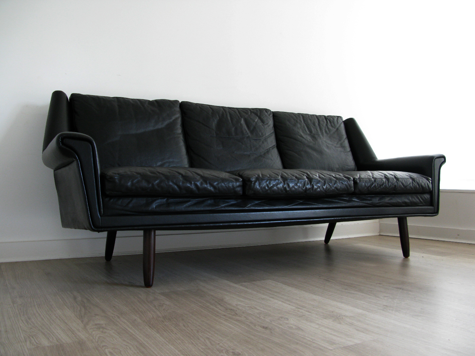 Vintage retro furniture danish heals eames 60s 70s sofas for Funky furniture