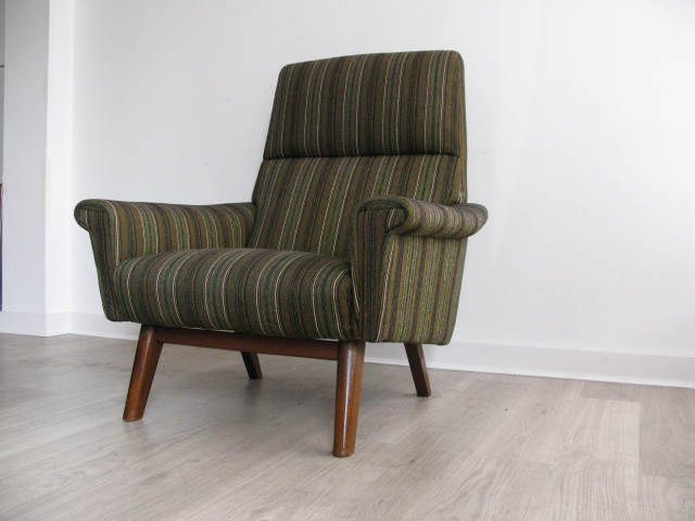 A danish lounge chair on solid teak legs for 60 s retro furniture