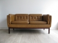 A compact leather sofa by Vatne Mobler